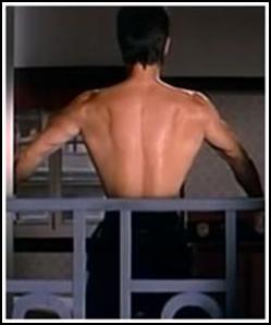 Bruce Lee, Flexionando espalda